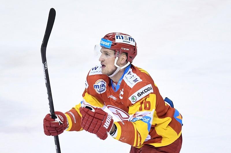 4dd322d32 Trenčín predĺžil zmluvy s útočníkmi Mikulom a Vargom   HokejPortal.sk